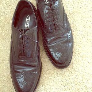 Men's Shoes.    B 900